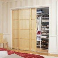 маленькая гардеробная с дверями купе