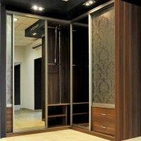 угловой шкаф-купе с зеркальными дверями и подсветкой