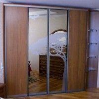 угловой комбинированный шкаф-купе с пескоструйным рисунком и зеркалом