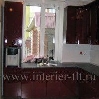 угловая кухня с окном